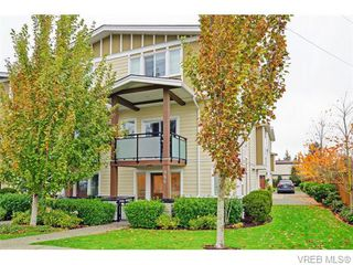 Photo 1: 986 Dunford Ave in VICTORIA: La Langford Proper Row/Townhouse for sale (Langford)  : MLS®# 744988
