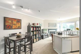 "Photo 8: 302 2010 W 8TH Avenue in Vancouver: Kitsilano Condo for sale in ""AUGUSTINE GARDENS"" (Vancouver West)  : MLS®# R2197436"