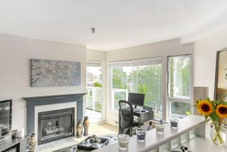 "Photo 3: 302 2010 W 8TH Avenue in Vancouver: Kitsilano Condo for sale in ""AUGUSTINE GARDENS"" (Vancouver West)  : MLS®# R2197436"