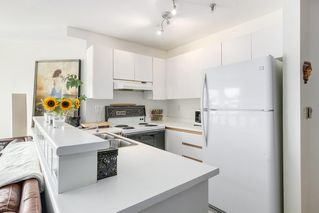 "Photo 7: 302 2010 W 8TH Avenue in Vancouver: Kitsilano Condo for sale in ""AUGUSTINE GARDENS"" (Vancouver West)  : MLS®# R2197436"