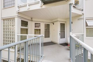 "Photo 14: 302 2010 W 8TH Avenue in Vancouver: Kitsilano Condo for sale in ""AUGUSTINE GARDENS"" (Vancouver West)  : MLS®# R2197436"