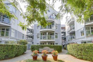 "Photo 1: 302 2010 W 8TH Avenue in Vancouver: Kitsilano Condo for sale in ""AUGUSTINE GARDENS"" (Vancouver West)  : MLS®# R2197436"