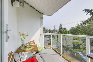 "Photo 12: 302 2010 W 8TH Avenue in Vancouver: Kitsilano Condo for sale in ""AUGUSTINE GARDENS"" (Vancouver West)  : MLS®# R2197436"
