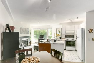 "Photo 9: 302 2010 W 8TH Avenue in Vancouver: Kitsilano Condo for sale in ""AUGUSTINE GARDENS"" (Vancouver West)  : MLS®# R2197436"