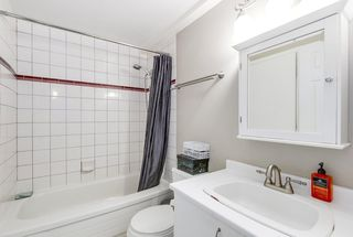 "Photo 11: 302 2010 W 8TH Avenue in Vancouver: Kitsilano Condo for sale in ""AUGUSTINE GARDENS"" (Vancouver West)  : MLS®# R2197436"