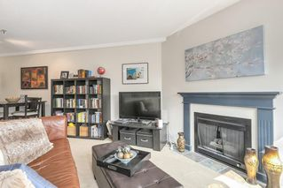 "Photo 4: 302 2010 W 8TH Avenue in Vancouver: Kitsilano Condo for sale in ""AUGUSTINE GARDENS"" (Vancouver West)  : MLS®# R2197436"