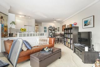 "Photo 5: 302 2010 W 8TH Avenue in Vancouver: Kitsilano Condo for sale in ""AUGUSTINE GARDENS"" (Vancouver West)  : MLS®# R2197436"
