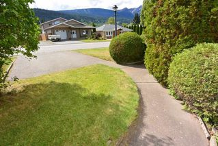 Photo 2: 4024 3RD Avenue in Smithers: Smithers - Town House for sale (Smithers And Area (Zone 54))  : MLS®# R2200708