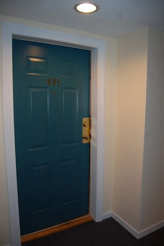 "Photo 3: 401 33708 KING Road in Abbotsford: Poplar Condo for sale in ""College Park Place"" : MLS®# R2230474"