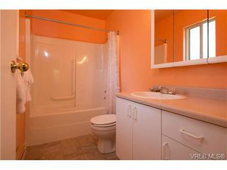 Photo 10: 2625 Doncaster Drive in VICTORIA: Vi Oaklands Residential for sale (Victoria)  : MLS®# 350994