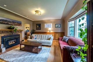 Photo 3: 1918 EDINBURGH Street in New Westminster: West End NW House for sale : MLS®# R2252382