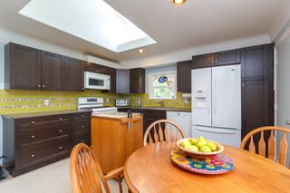 Photo 9: 1235/1237 Rudlin St in VICTORIA: Vi Fernwood Single Family Detached for sale (Victoria)  : MLS®# 791620
