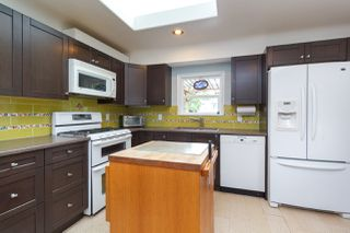 Photo 10: 1235/1237 Rudlin St in VICTORIA: Vi Fernwood Single Family Detached for sale (Victoria)  : MLS®# 791620