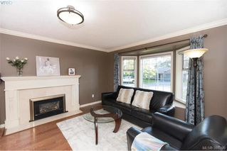 Photo 4: 1553 Eric Rd in VICTORIA: SE Mt Doug Single Family Detached for sale (Saanich East)  : MLS®# 796027