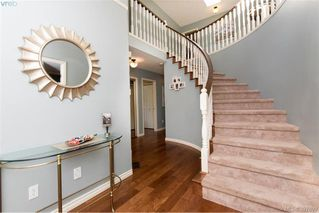 Photo 2: 1553 Eric Rd in VICTORIA: SE Mt Doug Single Family Detached for sale (Saanich East)  : MLS®# 796027