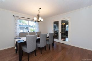 Photo 7: 1553 Eric Rd in VICTORIA: SE Mt Doug Single Family Detached for sale (Saanich East)  : MLS®# 796027