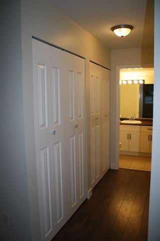 """Photo 2: 101 33850 FERN Street in Abbotsford: Central Abbotsford Condo for sale in """"Fernwood Manor"""" : MLS®# R2318166"""
