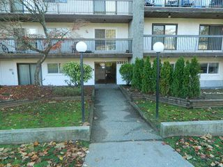 "Photo 1: 101 33850 FERN Street in Abbotsford: Central Abbotsford Condo for sale in ""Fernwood Manor"" : MLS®# R2318166"