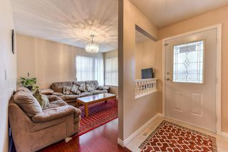 """Photo 3: 40 12165 75 Avenue in Surrey: West Newton Townhouse for sale in """"STRAWBERRY HILL ESTATES"""" : MLS®# R2320818"""