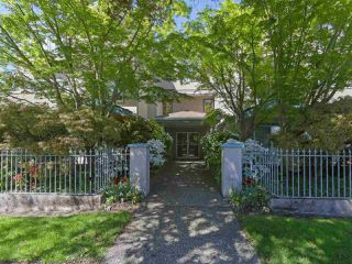 """Photo 1: 104 825 W 15TH Avenue in Vancouver: Fairview VW Condo for sale in """"The Harrod"""" (Vancouver West)  : MLS®# R2366415"""