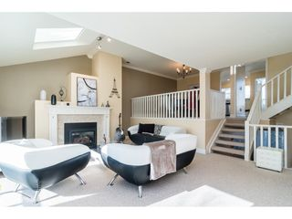 "Photo 4: 18 1767 130 Street in Surrey: Crescent Bch Ocean Pk. Townhouse for sale in ""San Juan Gate"" (South Surrey White Rock)  : MLS®# R2369934"