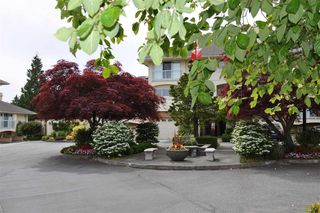 "Photo 2: 18 1767 130 Street in Surrey: Crescent Bch Ocean Pk. Townhouse for sale in ""San Juan Gate"" (South Surrey White Rock)  : MLS®# R2369934"
