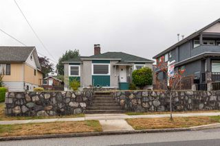 Photo 1: 1905 EIGHTH Avenue in New Westminster: West End NW House for sale : MLS®# R2401990