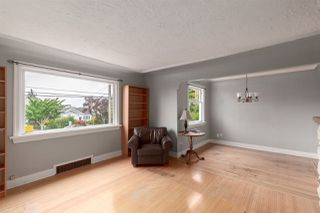 Photo 4: 1905 EIGHTH Avenue in New Westminster: West End NW House for sale : MLS®# R2401990