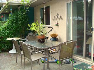Photo 6: 8 1241 Santa Rosa Avenue in VICTORIA: SW Strawberry Vale Row/Townhouse for sale (Saanich West)  : MLS®# 415670