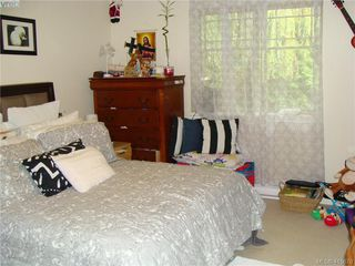 Photo 9: 8 1241 Santa Rosa Avenue in VICTORIA: SW Strawberry Vale Row/Townhouse for sale (Saanich West)  : MLS®# 415670