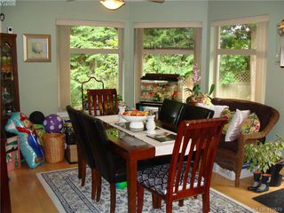 Photo 3: 8 1241 Santa Rosa Avenue in VICTORIA: SW Strawberry Vale Row/Townhouse for sale (Saanich West)  : MLS®# 415670