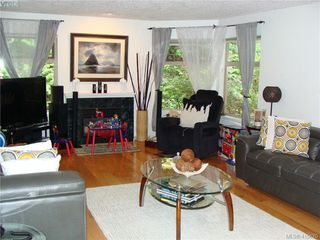 Photo 2: 8 1241 Santa Rosa Avenue in VICTORIA: SW Strawberry Vale Row/Townhouse for sale (Saanich West)  : MLS®# 415670