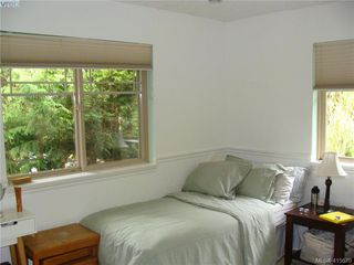 Photo 14: 8 1241 Santa Rosa Avenue in VICTORIA: SW Strawberry Vale Row/Townhouse for sale (Saanich West)  : MLS®# 415670