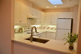 "Photo 3: 403 5650 OAK Street in Vancouver: Cambie Condo for sale in ""BLOOMFIELD GARDENS"" (Vancouver West)  : MLS®# R2464278"