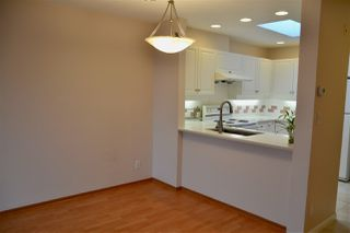 "Photo 2: 403 5650 OAK Street in Vancouver: Cambie Condo for sale in ""BLOOMFIELD GARDENS"" (Vancouver West)  : MLS®# R2464278"