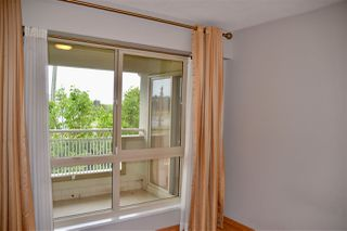 "Photo 9: 403 5650 OAK Street in Vancouver: Cambie Condo for sale in ""BLOOMFIELD GARDENS"" (Vancouver West)  : MLS®# R2464278"