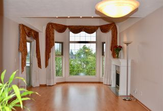 "Photo 1: 403 5650 OAK Street in Vancouver: Cambie Condo for sale in ""BLOOMFIELD GARDENS"" (Vancouver West)  : MLS®# R2464278"