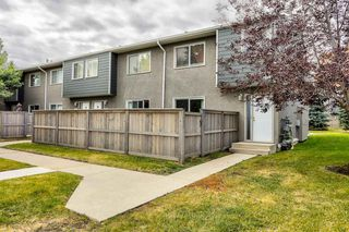 Photo 2: 63 219 90 Avenue SE in Calgary: Acadia Row/Townhouse for sale : MLS®# A1032185