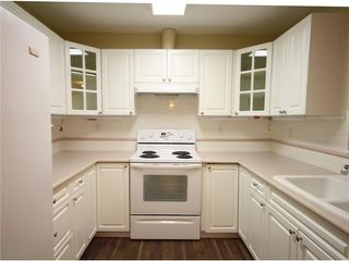 Photo 5: 325 5835 HAMPTON Place in Vancouver: University VW Condo for sale (Vancouver West)  : MLS®# V926739
