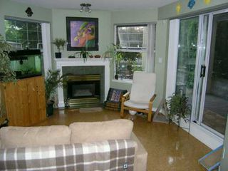 "Photo 3: 1035 AUCKLAND Street in New Westminster: Uptown NW Condo for sale in ""QUEENS TERRACE"" : MLS®# V590567"
