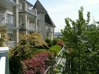 "Photo 7: 1035 AUCKLAND Street in New Westminster: Uptown NW Condo for sale in ""QUEENS TERRACE"" : MLS®# V590567"