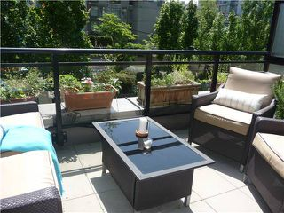 "Photo 8: 1628 W 7TH Avenue in Vancouver: Fairview VW Townhouse for sale in ""Virtu"" (Vancouver West)  : MLS®# V1067776"