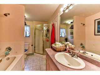 Photo 15: 17523 HILLVIEW Place in Surrey: Grandview Surrey House for sale (South Surrey White Rock)  : MLS®# F1443017