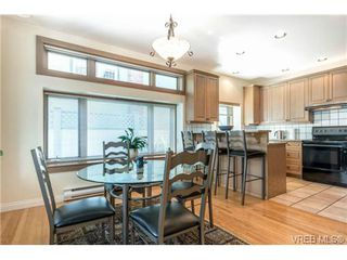 Photo 8: 1073 Deal Street in VICTORIA: OB South Oak Bay Single Family Detached for sale (Oak Bay)  : MLS®# 356155