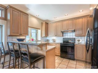 Photo 5: 1073 Deal St in VICTORIA: OB South Oak Bay House for sale (Oak Bay)  : MLS®# 712577