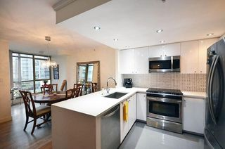 Photo 2: 1205 867 HAMILTON Street in Vancouver: Downtown VW Condo for sale (Vancouver West)  : MLS®# R2133180