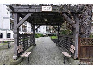 Photo 2: 109 3225 Eldon Pl in VICTORIA: SW Rudd Park Condo for sale (Saanich West)  : MLS®# 753127
