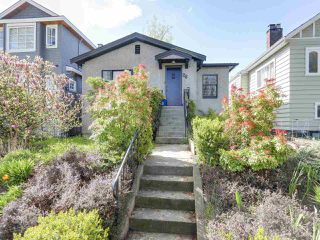 "Photo 1: 28 E 19TH Avenue in Vancouver: Main House for sale in ""MAIN"" (Vancouver East)  : MLS®# R2161603"