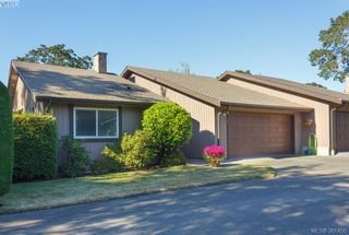Photo 1: 12 4056 N Livingstone Ave in VICTORIA: SE Mt Doug Row/Townhouse for sale (Saanich East)  : MLS®# 766389