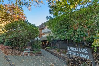 """Main Photo: 204 2250 OXFORD Street in Vancouver: Hastings Condo for sale in """"LANDMARK OXFORD"""" (Vancouver East)  : MLS®# R2219935"""